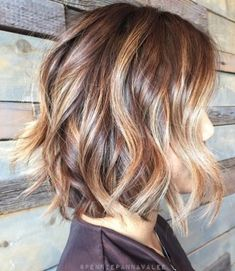 40 Hottest Bob Hairstyles & Haircuts 2020 - inverted, Lob, ombre, balayage Wavy+Curly+Bob+Hairstyles+for+Women Brown Hair With Highlights And Lowlights, Caramel Highlights, Chunky Highlights, Color Highlights, Blonde Highlights, Caramel Color, Caramel Brown, Highlight And Lowlights, Caramel Balayage Bob