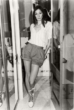 wow- Angelica Huston when young!