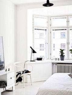 Reduziert und schlicht - so lässt sich der Minimalismus am besten beschreiben. Wie du den modernen Look in deinen eigenen vier Wänden hinbekommst, verraten wir dir hier!