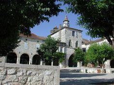 Monflanquin l'un des plus beaux villages de France Villeneuve Sur Lot, Beaux Villages, Dordogne, Medieval, Spanish, French, Mansions, House Styles, Places