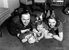 Jack Benny, Mary Livingstone and daughter Joan Hollywood Couples, Old Hollywood Stars, Classic Hollywood, Vintage Hollywood, Star Family, We Are Family, Family Life, Old Movie Stars, Classic Movie Stars