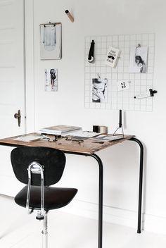 Home office inspiration Home Office Inspiration, Workspace Inspiration, Interior Design Inspiration, Room Inspiration, Office Workspace, Office Decor, Design Industrial, Industrial Desk, Interior Work