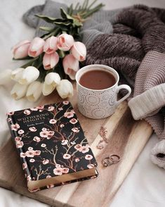 #prettybookcover #beautifulbooks #classicnovel #bookrecommendations #coffee #coffeeandbooks #cozycoffee #cosy #warm #romanticbooks #romantic