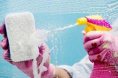 receita-para-limpar-box-do-banheiro Ingredientes 2 colheres de sopa de bicarbonato de sódio 1 colher de sopa de álcool líquido (pode ser a 30% ou a 70%) 200 ml de vinagre branco (pode ser de limão, maçã ou álcool) 1 colher de sopa de sabão em pó 200 ml de água morna