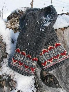Megan Lacey - - Nordic Night Mitts (hat to match) Mittens Pattern, Knit Mittens, Knitted Gloves, Knitting Socks, Knitting Charts, Knitting Patterns, Crochet Patterns, Knitting Designs, Knitting Projects
