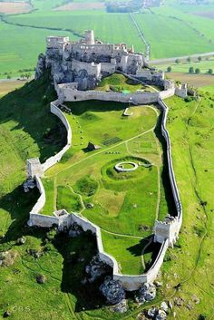 Spiš Castle, Slovakia - The ruins of Spiš Castle in eastern Slovakia form one. Spiš Castle, Slovakia – The ruins of Spiš Castle in eastern Slovakia form one of the largest castle site Beautiful Castles, Beautiful Buildings, Beautiful Places, Simply Beautiful, Amazing Places, Castle Ruins, Medieval Castle, Castle House, Places To Travel