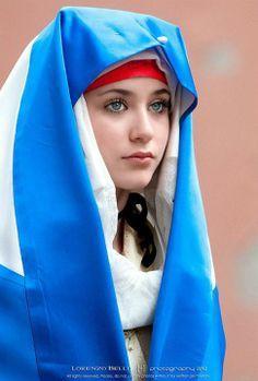 Sardinia (Italian island off the Mediterranean Sea) Costume Tribal, Folk Costume, Beautiful Eyes, Beautiful People, Beautiful Women, Sardinian People, 3d Foto, Beauty Around The World, Muslim Women