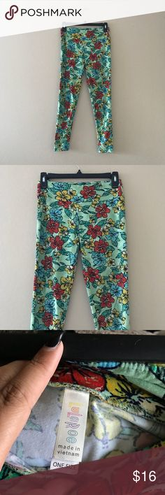 """Lularoe flower print leggings I am not sure how sizing works with this brand. I am 5'1"""" and 135 pounds usually a size medium and these fit very comfortably. This Hawaiian print is so cute. Pre loved but great condition. LuLaRoe Pants Leggings"""