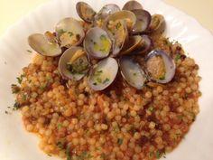 Fregola con vongole veraci Italian Cooking, Italian Recipes, Pizza, Sardinia, Buffet, Food And Drink, Fish, Vegetables, Ethnic Recipes