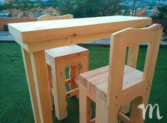 Mesa de comedor estilo bar fabricada con madera de palets. Bar, Table, Furniture, Home Decor, Furniture Catalog, Tall Table, Dining Table, Beds, Wood