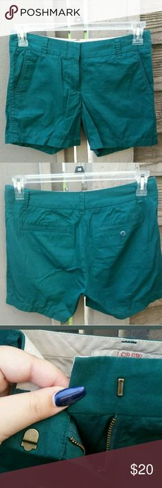 """J Crew Green Cargo Chino Bermuda Shorts Size 2 Type: Shorts Style: Chino Broken-In Brand: J. Crew Size: 2 Material: 100% Cotton Color: Green Measurements: Waist - 29"""" / Inseam - 4"""" / Rise - 10"""" Condition: New Without Tags - No stains, no holes, no piling  Country of Manufacturer: Vietnam J. Crew Shorts Bermudas"""