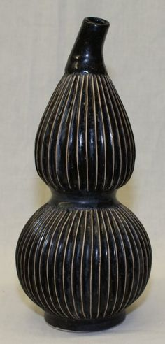 Ribbed glaze double gourd vase.  Song Period. Height 11 1/4 inc