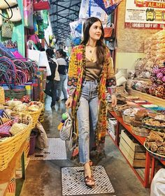 Sunday mornings at the mercado. Kimono Fashion, 70s Fashion, Fashion Week, Indian Fashion, Korean Fashion, Fashion Trends, Morocco Fashion, Thai Fashion, Fashion 2020