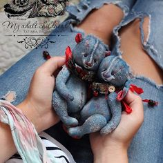 Recycling Old Jeans For Kids Toys And De - maallure Jean Crafts, Denim Crafts, Teddy Bear Sewing Pattern, Handmade Stuffed Animals, Teddy Bear Toys, Teddy Bears, Mode Jeans, Fabric Animals, Denim Ideas