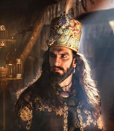 Sultan Alauddin Khilji 👑 The link to the making of the very sensuous 'Binte Dil' is in my bio-check it out! Padmavati Movie, Movies, Celebrity Gallery, Celebrity News, Celebrity Portraits, Ranveer Singh Padmavati, Ranbir Kapoor, Sultan Alauddin Khilji, Warriors