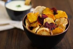 Baked root vegetable chips are a healthy alternative to store-bought potato chips and are easy and delicious. Buttermilk-parsley dipping sauce to finish! Vegetable Slice, Vegetable Chips, Vegetarian Cooking, Vegetarian Recipes, Snack Recipes, Protein, Veggie Side Dishes, Root Vegetables, Potato Chips