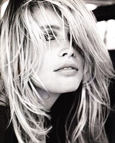 Claudia Schiffer- celebrity hair-celebrity hairstyles-celebrity hair cuts-celebrity hair hair color- blonde- dirty blonde-high fashion- messy hair- close up Divas, Claudia Schiffer, Top Models, Beautiful Models, Beautiful People, Hair Styles 2016, Long Hair Styles, Fall Inspiration, Blonde High