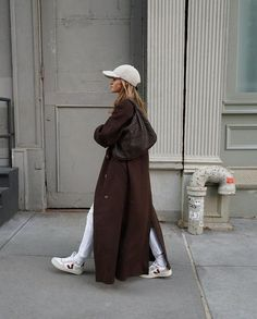 Zapatillas Veja, Cardigan Blazer, Long Brown Coat, Look Dark, Fall Outfits, Fashion Outfits, Street Style, Weekend Outfit, Mode Inspiration