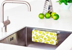 Place the Magnetic Cloth Rail in the sink to dry your dishcloth quickly without messy looking. Award wiing Danish Design.