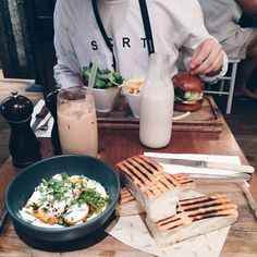 Healthy food and drinks for the summer time I Love Food, Good Food, Yummy Food, Tasty, Around The World Food, Tumblr Food, Food Goals, Perfect Food, Aesthetic Food
