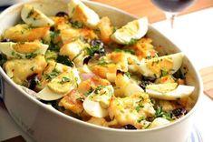 Aprenda a fazer bacalhau de forno fácil e delicioso Portuguese Recipes, Portuguese Food, Coco, Potato Salad, Seafood, Chips, Favorite Recipes, Fish, Ethnic Recipes