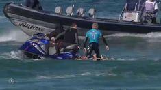 ^^y^^...numa praia bem conhecida pelas suas ondas, mas também pela presença de tubarões, o tri-campeão mundial, M. Fanning, teve um breve encontro com o 'rei' daquelas paragens. desta vez, a sorte esteve do seu lado!!! ^^y^^