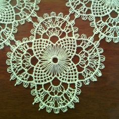 This Pin was discovered by Sab Hairpin Lace Patterns, Hairpin Lace Crochet, Crochet Doily Patterns, Tatting Patterns, Weaving Patterns, Bead Crochet, Crochet Motif, Crochet Crafts, Crochet Projects