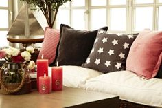 Pillows , pillows , pillows - experience the variety of different Florence Design pillows on www. Designer Pillow, Cosy, Florence, Cool Pictures, Throw Pillows, Bed, Furniture, Home Decor, Cushions
