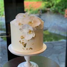 Orchid Wedding Cake, Burgundy Wedding Cake, Wedding Cakes, Dessert Drinks, Desserts, Happy Anniversary Cakes, Cake Decorating Videos, Beautiful Cakes, Boho Wedding