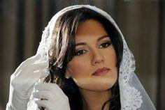 Adriana ha scelto un abito firmato www.cinziaferri.com