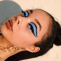 These Makeup Addicts Are Disrupting the Beauty Space One Neon Cat-Eye at a Time - Make-up - Make-Up Makeup Goals, Makeup Inspo, Makeup Art, Fairy Makeup, Makeup Tips, Make Up Looks, Cute Makeup, Pretty Makeup, Blue Makeup Looks