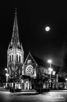 Our beautiful Cathedral - pre earthquake. so very sad :( Christchurch, New Zealand Black And White Picture Wall, Black And White Pictures, Landscape Photos, Landscape Photography, Clear Night Sky, New Zealand Holidays, Christchurch New Zealand, New Zealand Landscape, Nz Art