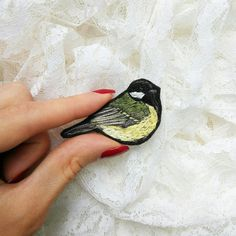 Tit bird hand embroidery brooch от bloomingdaythings на Etsy