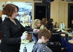 Styl Express es tu nuevo #servicio de #peinado rápido en #Alicante en el que te hacemos el peinado que tú quieras en tan solo 15 minutos y por 8 euros.   peinado rapido en alicante - alicante centro #peluqueria