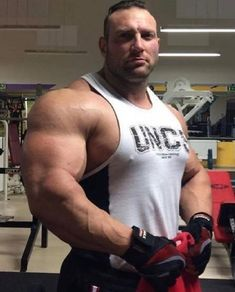 Petr Brezna Three hundred pounds of muscle. Bigger is better. Muscle Boy, Muscle Hunks, Gym Guys, Mustache Styles, Beefy Men, Big Guns, Big Muscles, Muscle Tank Tops, Male Physique