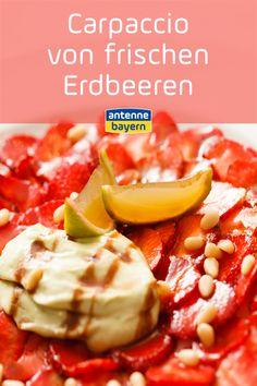 Rezept: Carpaccio von frischen Erdbeeren Alles was ihr für diese fruchtige Nachspeise braucht: 250 g Erdbeeren  1 EL Honig  2 cl Sherry  1 TL Pistazien  1 Zitrone (unbehandelt)  1/8 l Sahne  1 Strauß Melisse   Und dann kann es auch schon losgehen. Das Rezept zu diesem herrlich frischen Erdbeertraum gibt es hier. Food Blogs, Desserts, Pistachios, Honey, Lemon, Strawberries, Fruit, Fresh, Tailgate Desserts