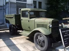 Photo album of a truck Gaz AA - Walk Around - Ford Model AA is a truck from Ford built by Gaz - English Vintage Cars, Antique Cars, Lifted Ford Trucks, Abandoned Cars, Red Army, Koenigsegg, Bugatti Veyron, Armored Vehicles, Ford Models