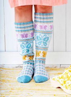 Sissukat-ryhmän Sisko Malisen perhossukat | Meillä kotona Crochet Socks, Crochet Gloves, Knitting Socks, Knit Crochet, Knit Socks, Knitting Charts, Free Knitting, Knitting Patterns, Cool Socks