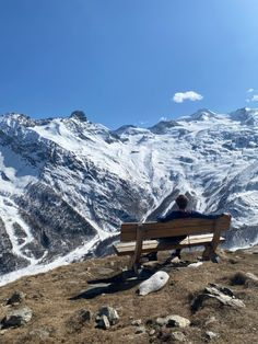 #switzerland #skiing #hikingadventures #snowy Saas Fee, G Adventures, Switzerland, Places Ive Been, Mount Everest, Skiing, Mountains, Nature, Travel