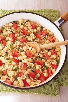Shells with Tomato & Basil – Shells and cheese get an Italian twist with the addition of tomato, fresh basil, and garlic powder in this flavorful and easy dinnertime dish.
