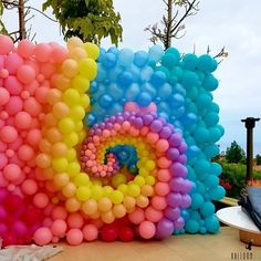 Feeling soooo mesmerized by this balloon swirl! Balloon Installation, Balloon Backdrop, Balloon Wall, Balloon Garland, Balloon Decorations Party, Birthday Decorations, Balloon Ideas, Decoration Party, Deco Ballon