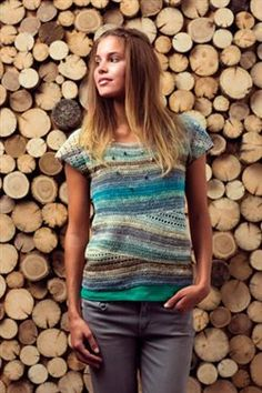 A simple crochet t-shirt silhouette is taken to the next level with this fun construction. Convergence Top - Media - Crochet Me