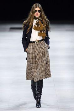 Celine Fall 2019 Ready-to-Wear Fashion Show - Celine Fall 2019 Ready-to-Wear Collection - Vogue Source by momnipresent. Fashion 2020, Look Fashion, Runway Fashion, High Fashion, Fashion Show, Fashion Trends, Fall Fashion, Paris Fashion, Cheap Fashion