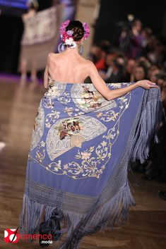 Manuela Romero Mantones - We Love Flamenco Flamenco Dancers, Strapless Dress Formal, Formal Dresses, My Point Of View, Silk Shawl, Fashion Details, Shawls, Beautiful Outfits, Up