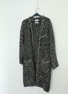 A vendre sur #vintedfrance ! http://www.vinted.fr/mode-femmes/autres-manteaux-and-vestes/17185070-manteau-long-noire-et-blanche-zara-taille-s