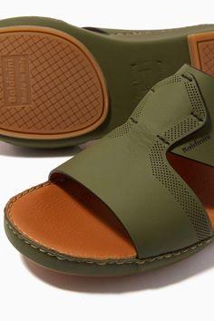 Men's Shoes, Dress Shoes, Shoes Men, Fashion Brands, Luxury Fashion, Arab Men, Brown Sandals, Open Toe, Slippers