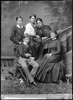 QUEEN MARY WITH HER MOTHER AND BROTHERS |