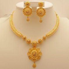 Gold Earrings Designs, Gold Jewellery Design, Designer Jewelry, Handmade Jewellery, Gold Designs, Indian Gold Necklace Designs, Jewellery Shops, Bridal Necklace, Necklace Set