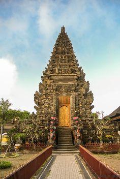 amazing structure, beautiful architecture...(¯`v´¯)  .`·.¸.·´ ?  ¸.·´¸.·´¨) ¸.·*¨)  (¸.·´ (¸.·´ .·´ ¸ in Bali