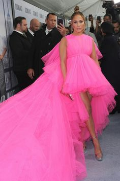jennifer lopez pink dress in The premiere of Second Act welcomed an array of stars to New York on Wednesday. And the romantic comedy's lead Jennifer Lopez stole the spotlight on the red carpe… Pink Fashion, Couture Fashion, Love Fashion, Fashion Outfits, Color Rosa Neon, Tulle Dress, Dress Up, Rosa Style, Fuchsia Dress